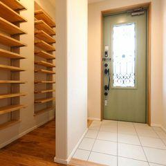 段差をなくしたバリアフリーの玄関がある二世帯住宅。二世帯住宅もハウスカは得意です。