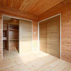まるでログハウスにいるような空間。自然素材の家はハウスカの強みです。