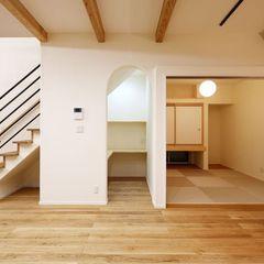 階段下に書斎を設置しスペースを有効活用したお家。