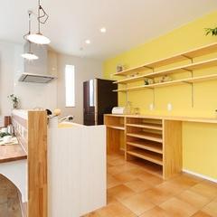 カラーコーディネートが得意なハウスカが提案するキッチン収納。