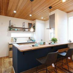 キッチンカウンターも造作の数々。こんなスペース欲しかったを叶えるいわき市のハウスカです。