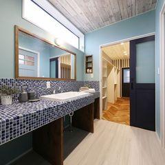 いわき市のハウスカで作る本格的なサーファーズハウスの洗面台はブルーのタイルが印象的です。