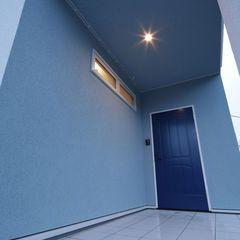 広々シュークロークに陰影が素敵な照明が素敵な玄関スペースもいわき市のハウスカでご提案させて頂きます。