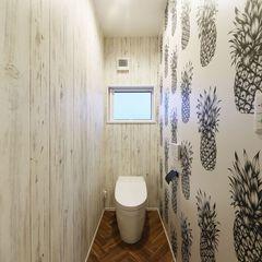 いわき市のハウスカが造るサーファーズハウスのトイレはパイナップル柄をチョイスしオシャレに仕上げました。