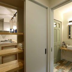 キッチンと洗面とで共通で使える収納棚。ハウスカはお客様のライフスタイルを形にする会社です。