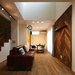 ハウスカが提案するTV壁面をヘリンボーンでカッコ良く仕上げたお家。