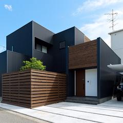 黒ガルバリウムのボックスハウス