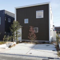 落ち着きのあるシンプルなデザイナー住宅