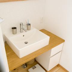 デザイナーズ住宅のスッキリとした清潔感あふれる洗面台