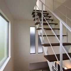空間の広がりが生まれるストリップ階段