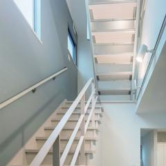 清潔感が溢れるホワイトベースのデザイナー住宅