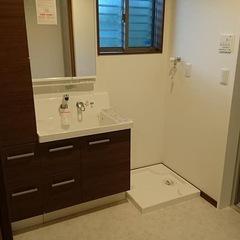 シンプルな洗面所は埼玉県三郷市の恩田工務店まで!