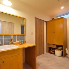 タイルがかわいいひろびろ洗面室のお家