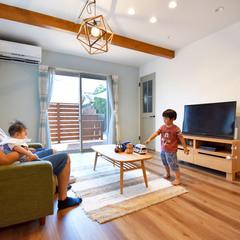 カフェ風インテリアがかわいい子育てが楽しくなるウッドデッキのある家