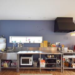 ステンレスキッチンで子供と一緒に料理ができるお家
