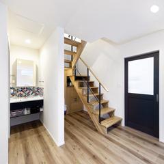 スケルトン階段を木で大工さんが手作りした家