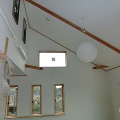 天井が高い勾配天井も、技術と断熱知識により快適な空間にできます。 千葉県我孫子市青山都市建設!96