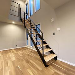スケルトンのリビングイン階段