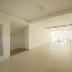 シンプルな屋根裏部屋は神奈川県横浜市の横浜建物まで!