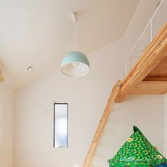 注文住宅のシンプルテイストロフト付き子供部屋