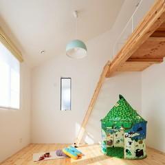 木をふんだんに使用したかわいい北欧風の子供部屋のある注文住宅