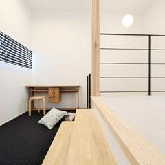 幅広スキップフロアで開放感のある踊り場に仕上げた北欧住宅TRETTIO GRAD(トレッティオグラード)