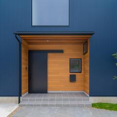 スマートなキューブ型のデザイン住宅