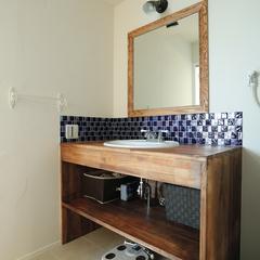 モザイクタイルがかわいい、こだわりの作洗面台