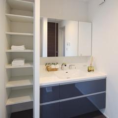 清潔感のあるシンプルモダンな洗面所