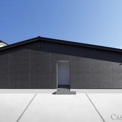 黒が際立つ平屋の家