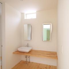 素材を生かしたシンプルな洗面台で朝の身支度も楽々