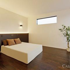 シンプルな寝室には間接照明を入れて落ち着いた空間に