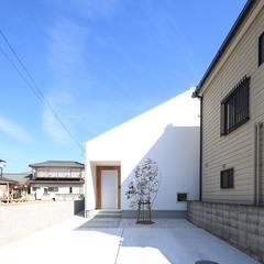 旗竿地に建つデザイナーズ住宅