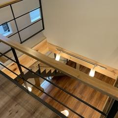 アウトドア好きな人に住んで欲しい木の贅沢な空間に包まれた北欧風の2階ホール