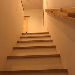 やわらかくオシャレな雰囲気のナチュラルな階段