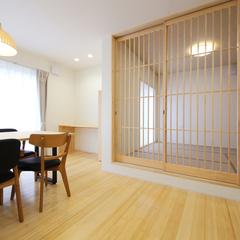 造作建具が美しい和室と無垢がふんだんに使われたダイニング