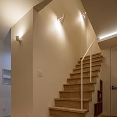 アイアン手摺の階段と収納