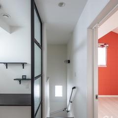 2階のフリースペースにはリクシルのデコマドで間仕切りと飾り棚