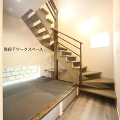 階段下と小上がり畳スペースを合わせた活用術! ワークスペース