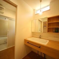 脱衣所と洗面所を分けた間取り ナチュラルテイスト造作洗面台