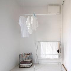 白を基調とした清潔感のある脱衣所