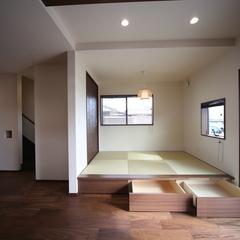 小上がりの畳スペースで広々リビング 和モダンテイストのお家