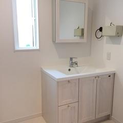 無垢材を使用した造作洗面台。福富住宅の注文住宅「Jewel Box-House」