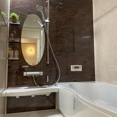 重厚感のあるシックな浴室。足利市・福富住宅の注文住宅「音を奏でる家」
