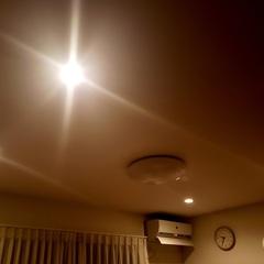 夜はダウンライトでお部屋の印象をチェンジ。足利市・福富住宅の注文住宅「あたたかい家」