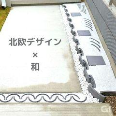 玄関アプローチ コンクリート|日本瓦をタイル代わりにして、おしゃれにデザイン