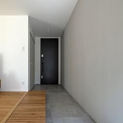 玄関 土間|TRETTIO VALO 玄関から一直線に伸びた土間