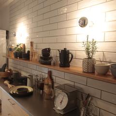 美しい規格住宅の間接照明がオシャレなシンプルキッチン