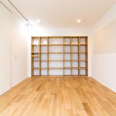 書斎にオススメ!美しい規格住宅の本棚が多いお部屋♪