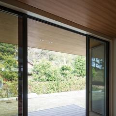 美しい規格住宅の日当たりが良い癒しをくれる和風の中庭
